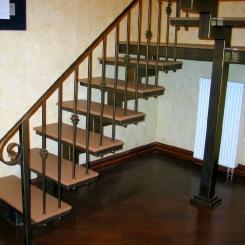 Кованая лестница с площадкой ККЛ_10