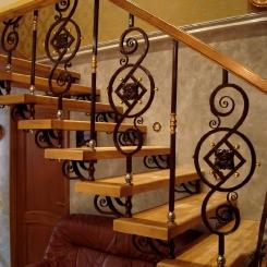 Кованая лестница с позолотой ККЛ_12