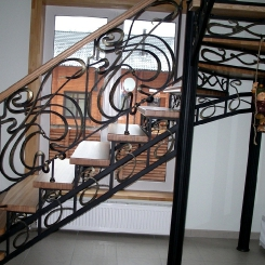 Кованая лестница с поворотом ККЛ_13