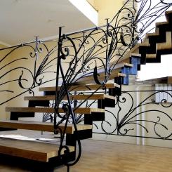 Кованая лестница с поворотом ККЛ_14
