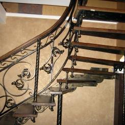 Кованая лестница с поворотом ККЛ_17