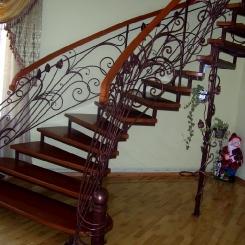 Кованая лестница с приглашением и поворотом ККЛ_18