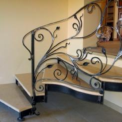 Кованая лестница с приглашением ККЛ_16