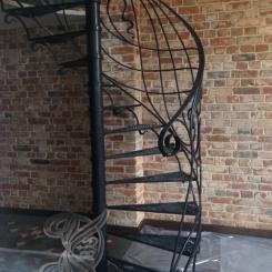 Кованая винтовая лестница КВЛ_10
