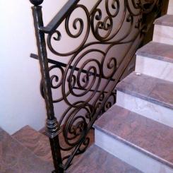 Кованый пригласительный столб для лестницы КПС_16