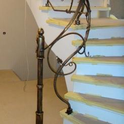 Кованый пригласительный столб для лестницы КПС_19