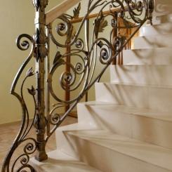 Кованый пригласительный столб для лестницы КПС_1