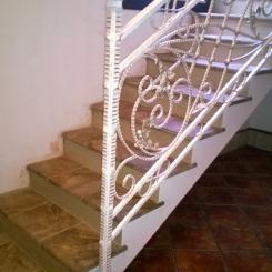 Кованый пригласительный столб для лестницы КПС_21