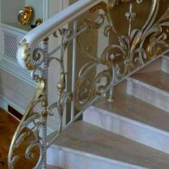 Кованый пригласительный столб для лестницы КПС_23