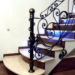 Кованый пригласительный столб для лестницы КПС_24