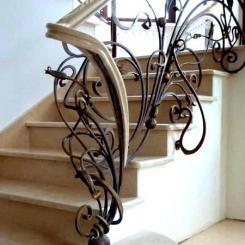 Кованый пригласительный столб для лестницы КПС_25