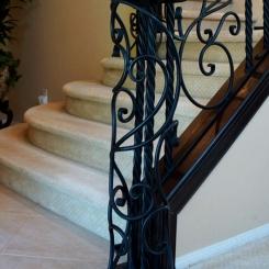 Кованый пригласительный столб для лестницы КПС_33