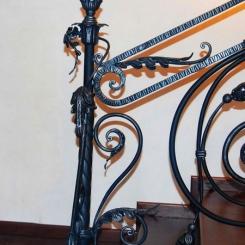 Кованый пригласительный столб для лестницы КПС_38