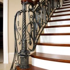 Кованый пригласительный столб для лестницы КПС_43