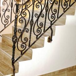 Кованый пригласительный столб для лестницы КПС_49