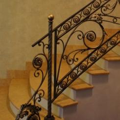 Кованый пригласительный столб для лестницы КПС_50