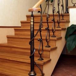 Кованый пригласительный столб для лестницы КПС_51