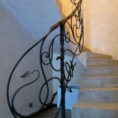 Кованый пригласительный столб для лестницы КПС_52