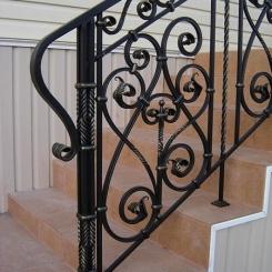 Кованый пригласительный столб для лестницы КПС_58