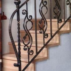Кованый пригласительный столб для лестницы КПС_59