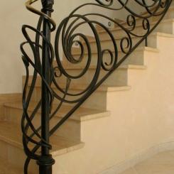 Кованый пригласительный столб для лестницы КПС_5
