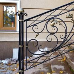 Кованый пригласительный столб для лестницы КПС_60