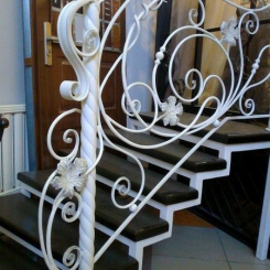 Кованый пригласительный столб для лестницы КПС_67