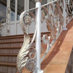 Кованый пригласительный столб для лестницы КПС_68