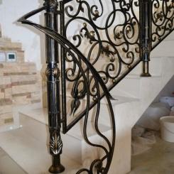 Кованый пригласительный столб для лестницы КПС_6