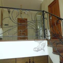 Кованые перила на лестнице в доме КП_81